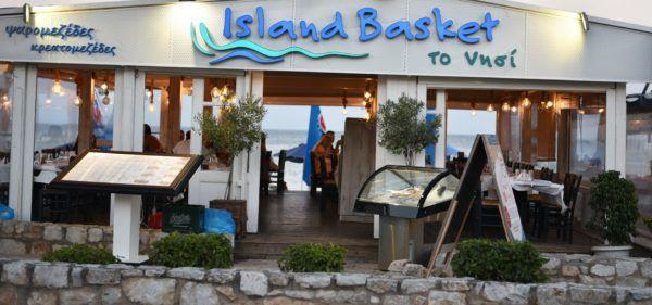 Ψαροταβέρνα Island Basket Αρτέμιδα - Λούτσα, Ψάρι δίπλα στη θάλασσα, πάνω στην άμμο, Παραλιακή Ψαροταβέρνα